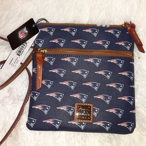 DOONEY & BOURKE NEW ENGLAND PATRIOT CROSSBODY BAG